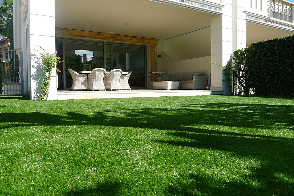 Artificial lawn for gardens with no direct access