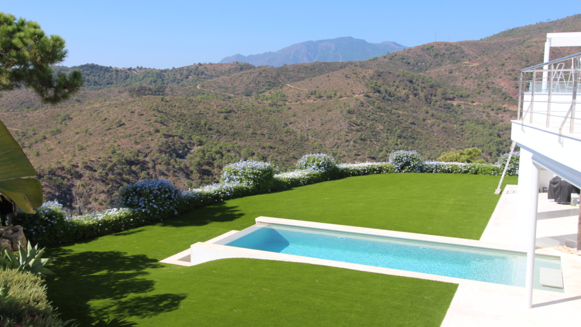 Nature in harmony with artificial turf