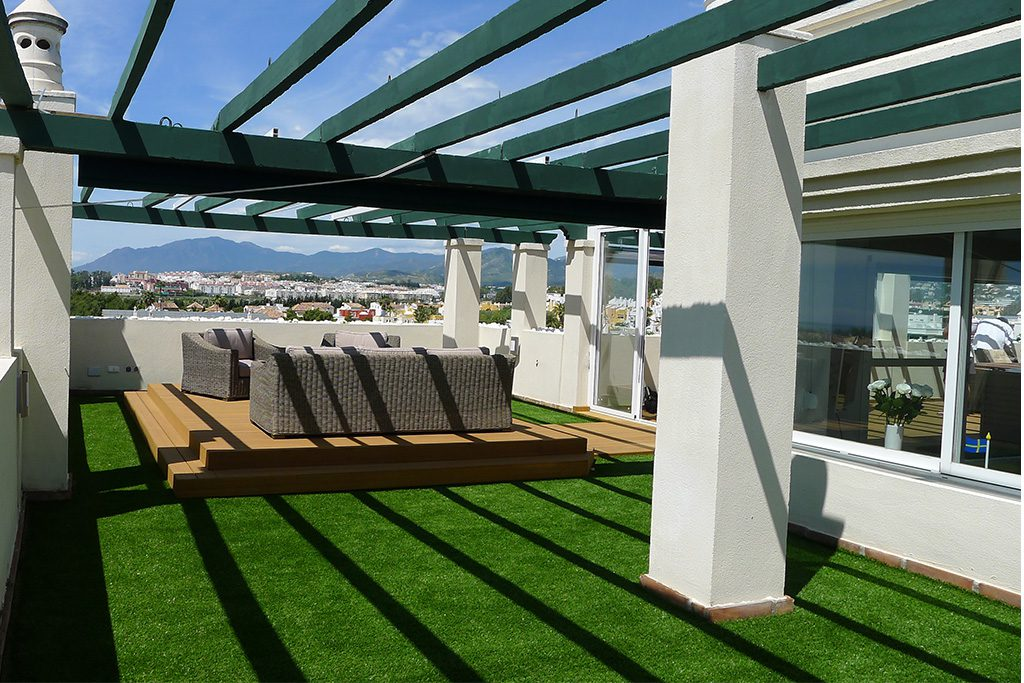 Roof terrace with astro turf artgarden and technical decking structure