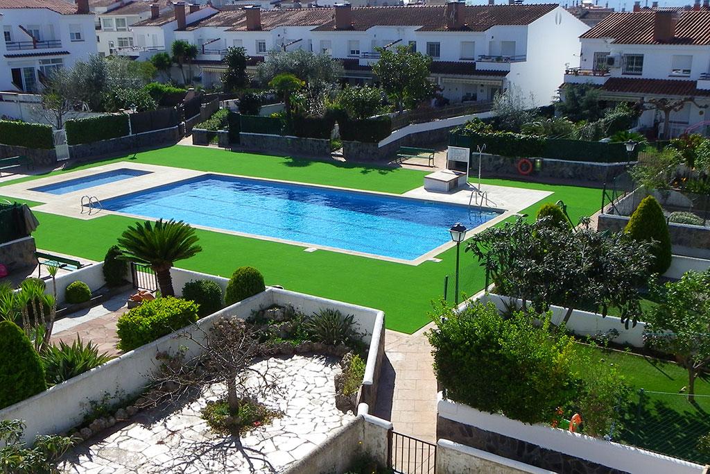 Cesped artificial en piscina comunitaria artgarden marbella - Cesped artificial en valencia ...