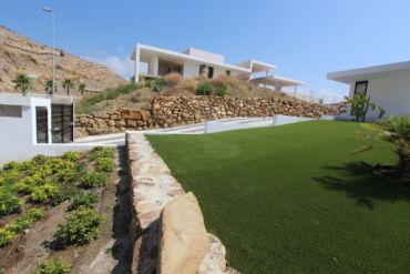 Césped artificial para jardines de difícil acceso